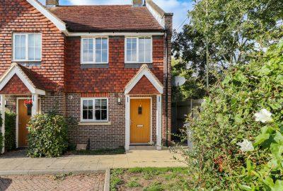 Three Bedroom Property - Rowan Mews, Hailsham